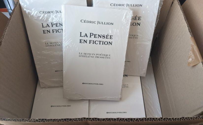 """<em>La Pensée en fiction</em> de Cédric Jullion en vente dans la boutique <span style=""""color: #800000;"""">@rycholiver.org</span>"""